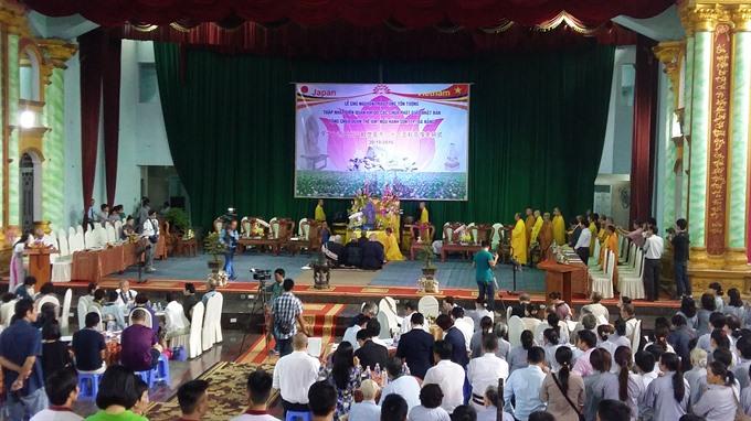 Marble Mountain hosts popular Buddhist fest