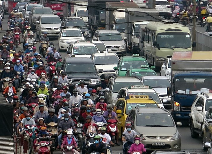City mulls car tolls to ease traffic
