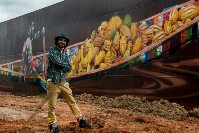 Brazilian artist paints biggest ever mural