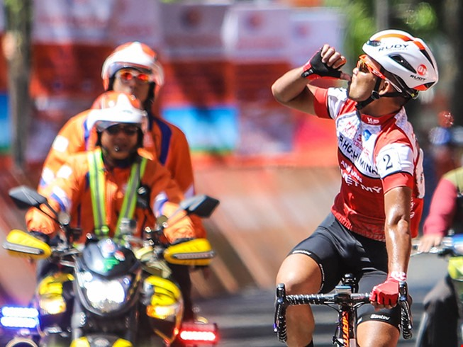 Duẩn wins stage Tuấn leads HCM City Cycling