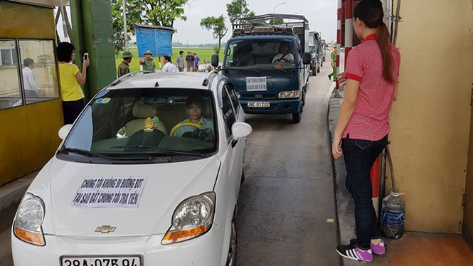 Hà Tĩnh residents protest against unreasonable toll collection