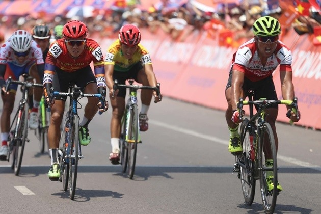 Tài wins stage 11 of HCM city cycling event