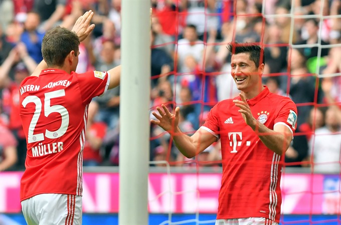 Bundesliga hot-shots face off in Germanys Klassiker