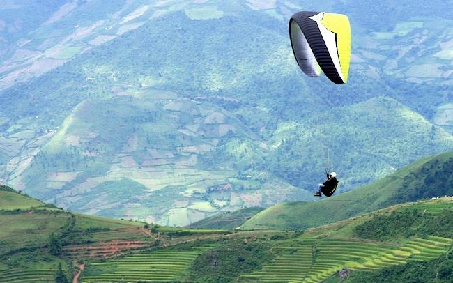 Khau Phạ paragliding festival closes in Yên Bái