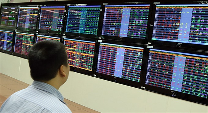 Shares fall on late profit-seeking