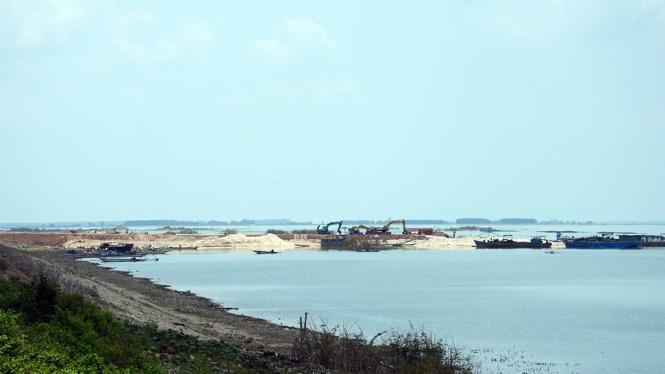 Dầu Tiếng Reservoir sand mining suspended