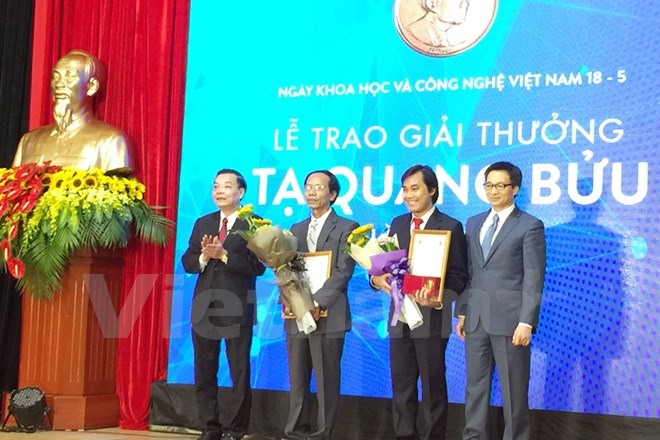 Outstanding scientists receive Tạ Quang Bửu awards