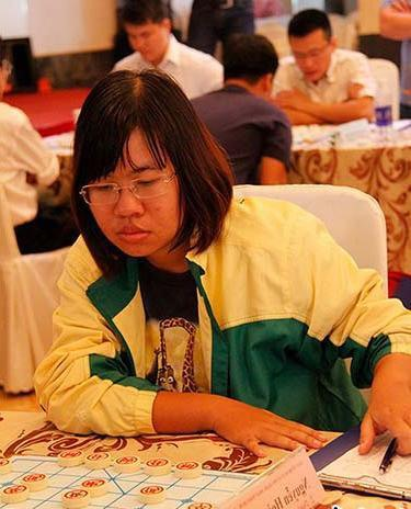 Huynh Yến remain leaders of chess championships