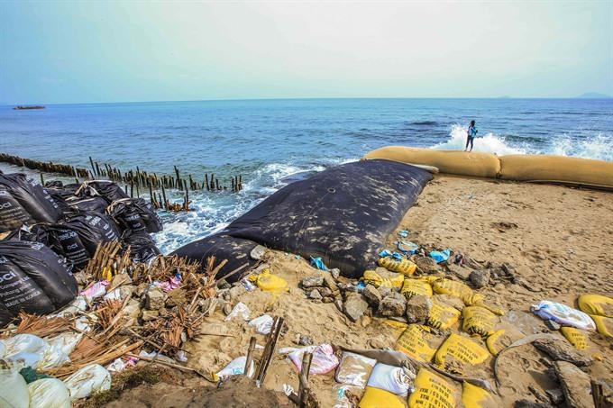 Hoi An mulls sand mining ban to save beach