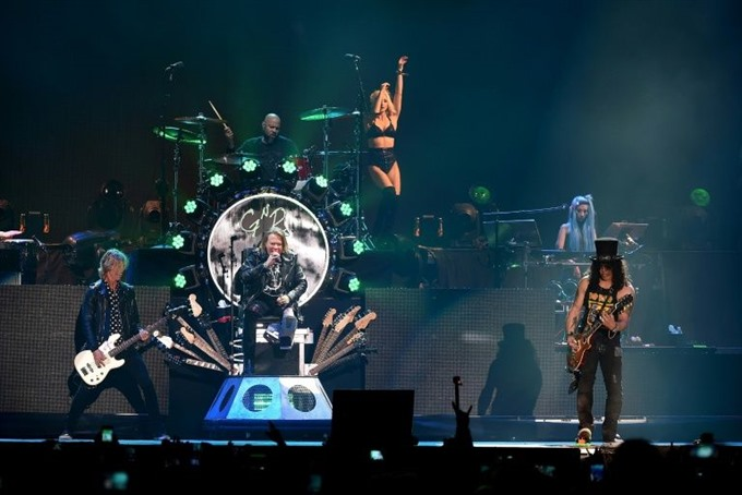 Guns N Roses keep reunion going for another round