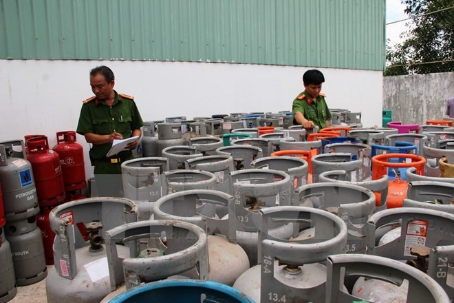 Police find thousands of fake gas cylinders in Tây Ninh