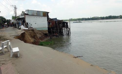 Environmental minister proposes solutions on landslides