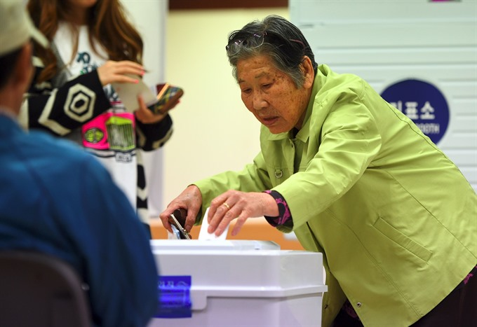 S. Koreans cast ballots in presidential election