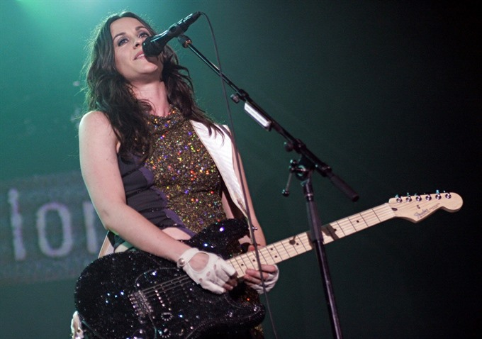 Alanis Morissettes Jagged Little Pill becomes musical