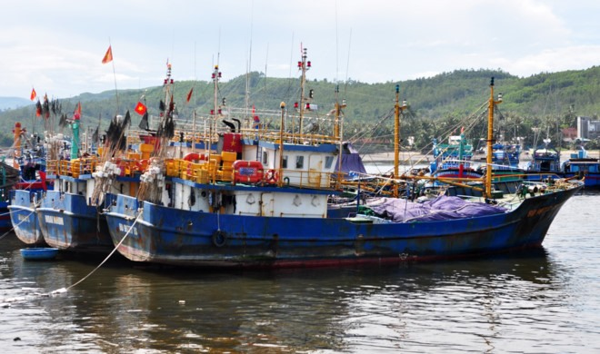 Company offers financial support fishermen withdraw petitions