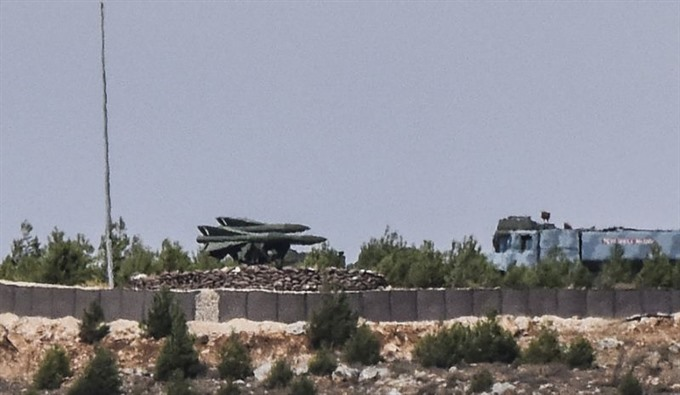 US deploys mobile artillery rocket launchers in Syria