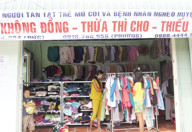 Không (Zero) Đồng Shop offers free goods to people in need