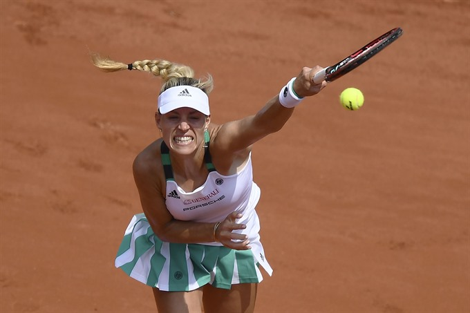 Kerber scrambles for Wimbledon boost