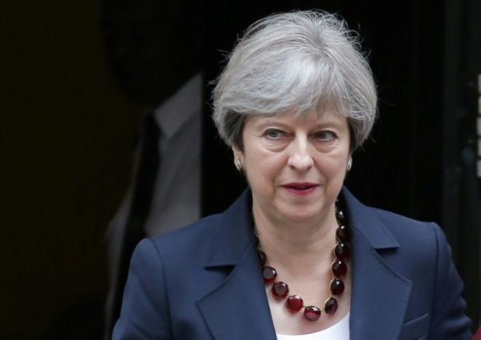 British PM narrowly wins confidence vote