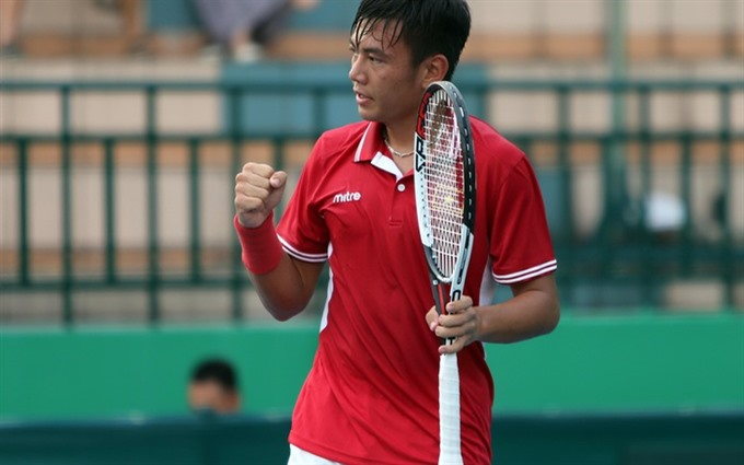 Nam wins singles; Thiên Giang lose doubles in Singapore