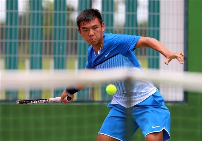 Nam wins in both singles and doubles in Singapore