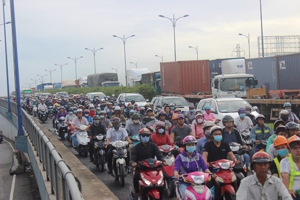 HCMC discusses smart traffic system near port
