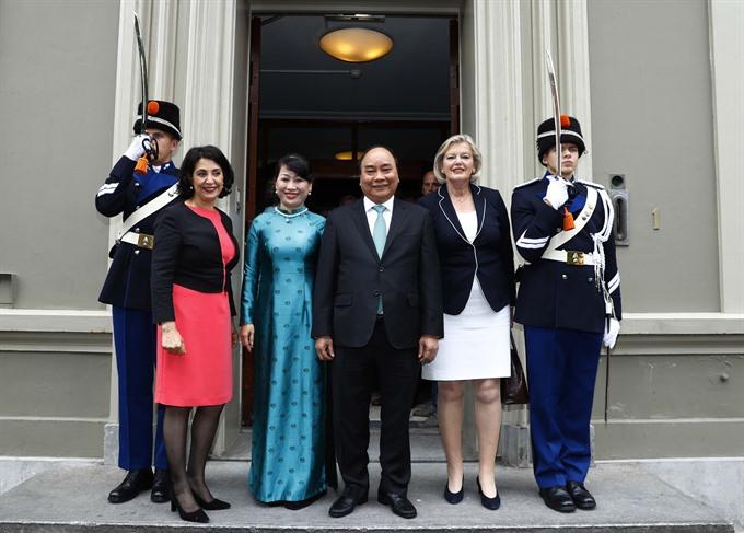 PM meets Dutch top legislators concluding Netherlands visit
