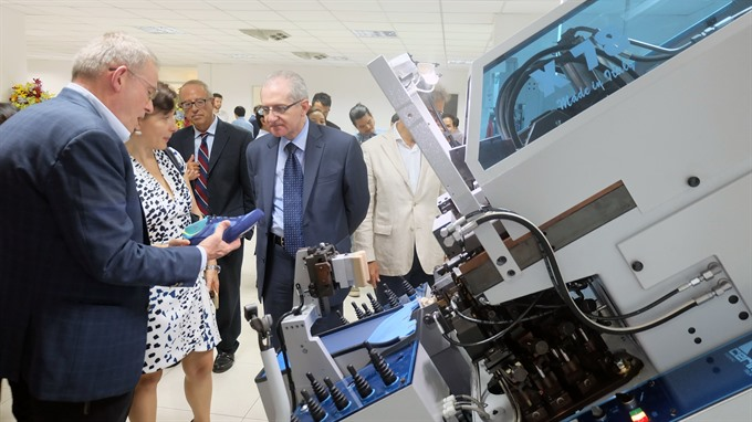 Italy-VN launch footwear tech centre