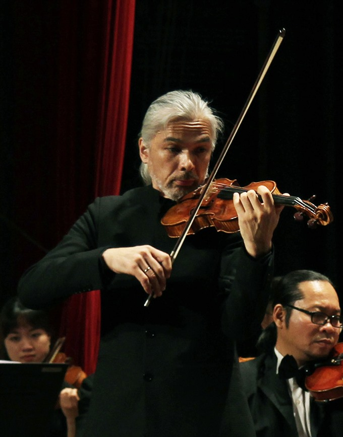 Violinist Stephane Trần Ngọc to perform at Opera House