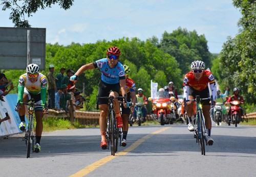 Loic Desriac wins fifth stage of Trường Sơn cycling event