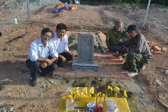 Royal tomb bulldozed family sues investor