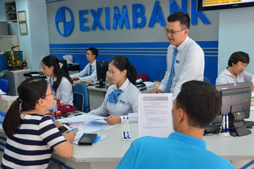 Banks cut short-term deposit rates