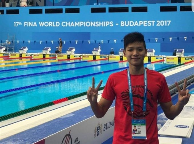 Sơn sets national at world swimming champs