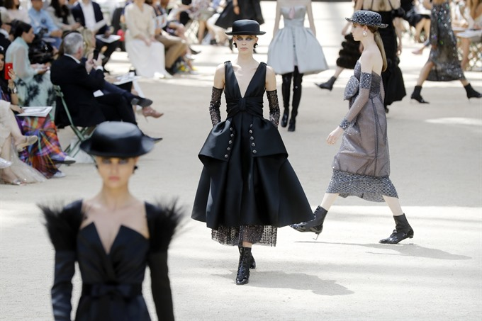 Fashions kaiser Karl Lagerfeld crowned king of Paris