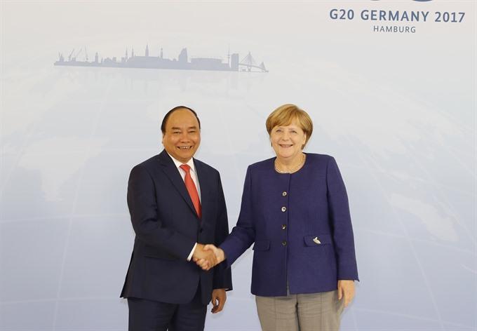 PM Nguyễn Xuân Phúc talks with Germanys Merkel