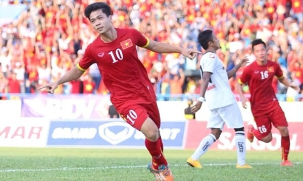 Phượng among top five strikers in Southeast Asia