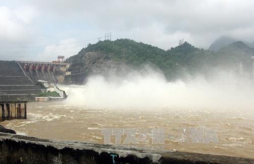 Hòa Bình Reservoir opens its floodgate