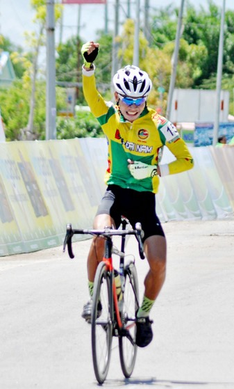 Việt wins cycling cups second stage