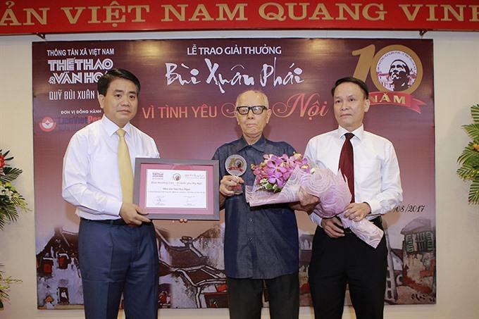 Culturist Hữu Ngọc wins Bùi Xuân Phái Award