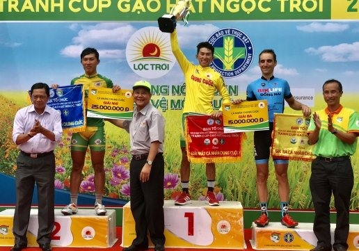 Sơn wins yellow jersey in Mekong cycling event