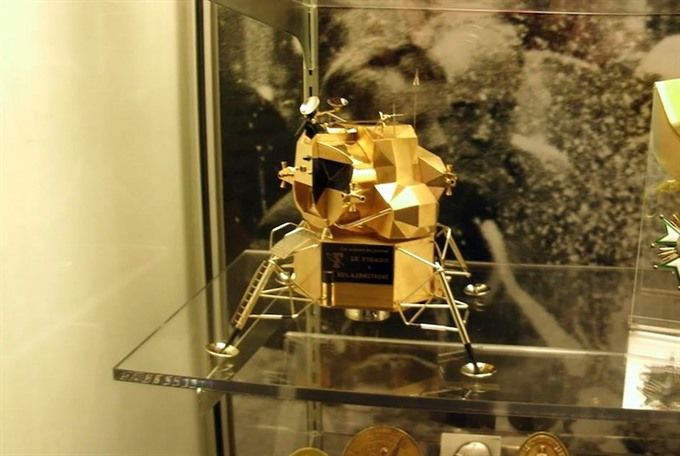 Gold replica of US space module pinched from Ohio museum
