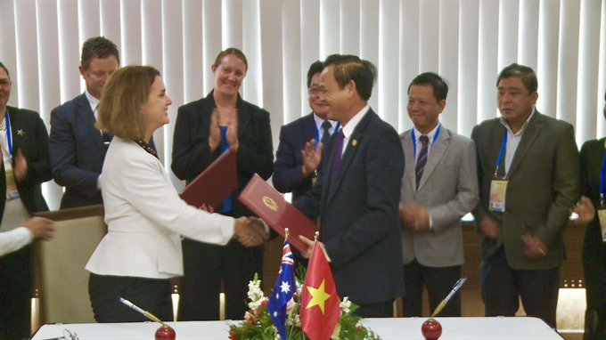 Việt Nam Australia sign MOU to combat illegal fishing