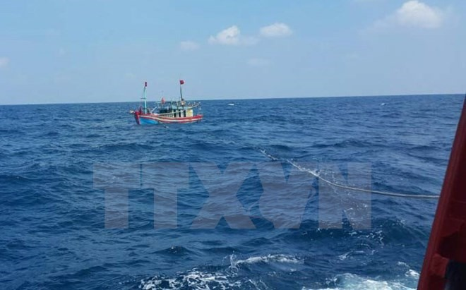 Two fishermen rescued from central sea