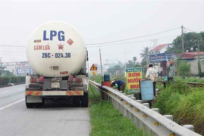 Illegal gas trade occurs on national route