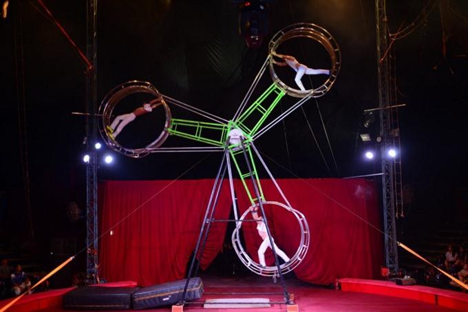 International circus troupe in Viet Nam