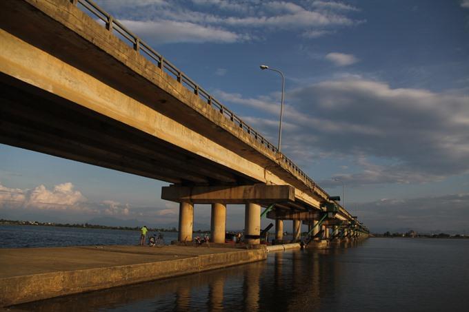 Dyke degradation worries Huế locals