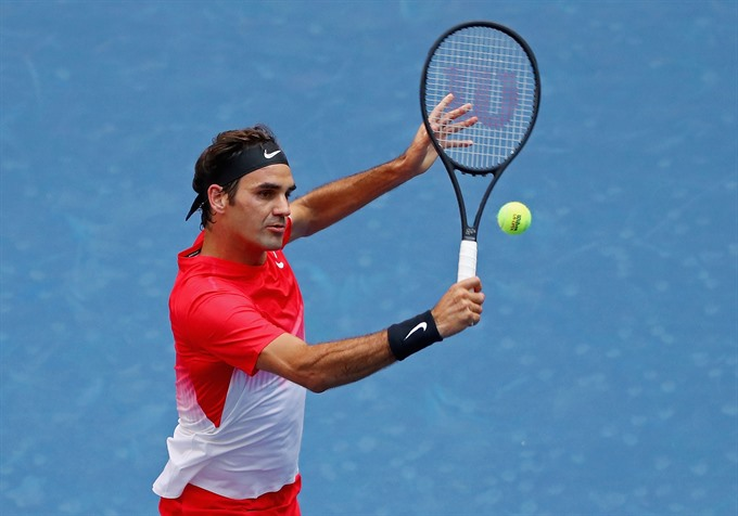 Federer needs five sets to beat Youzhny for 17th time