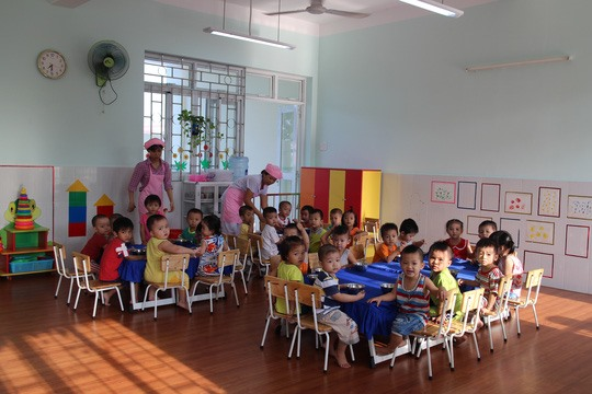 Kindergartens extend opening hours for kids of factory workers
