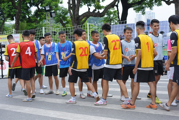Hà Nộis pedestrian street hosts first-ever football festival