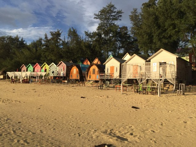 Illegal wooden huts to be removed from Cô Tô Beach